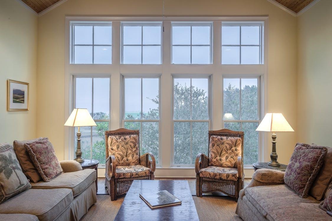 double hung windows (https://images.pexels.com/photos/276551/pexels-photo-276551.jpeg?w=1260&h=750&auto=compress&cs=tinysrgb)
